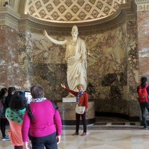 FR-Louvre-miming-statue