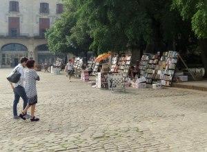 CU-Havana-street-bookseller