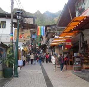 Peru-Aguas-Caliente-street