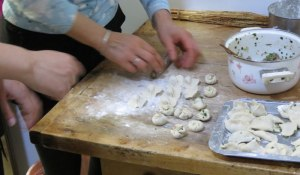 CH-Donghan-dumpling-making