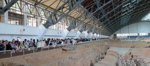 CH-Xian-TW-Pit-1-crowd
