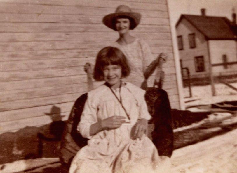 Gram---Mom-Outlook-1920