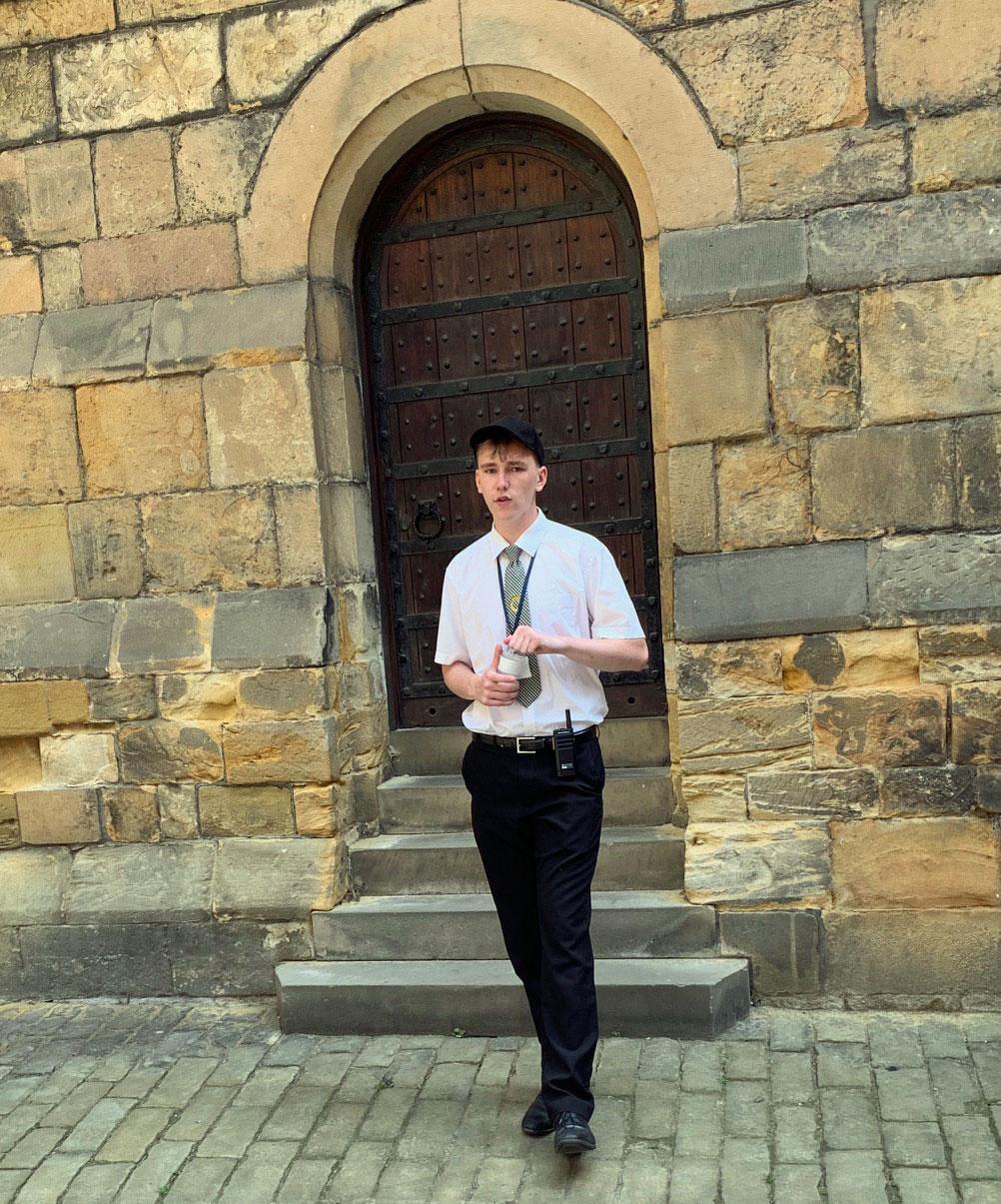 UK-Alnwick-Castle-tour-guide