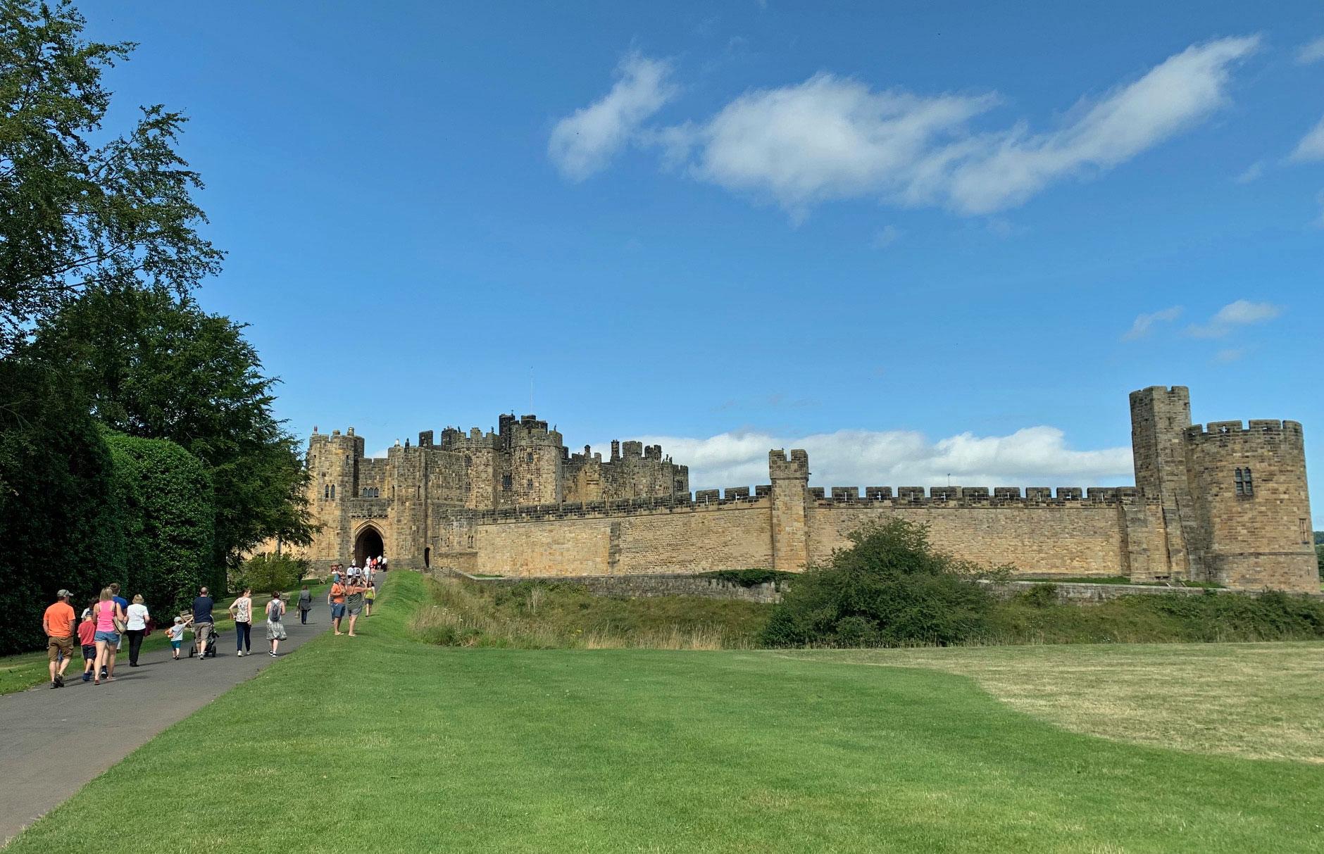 UK-Alnwick-Castle-view