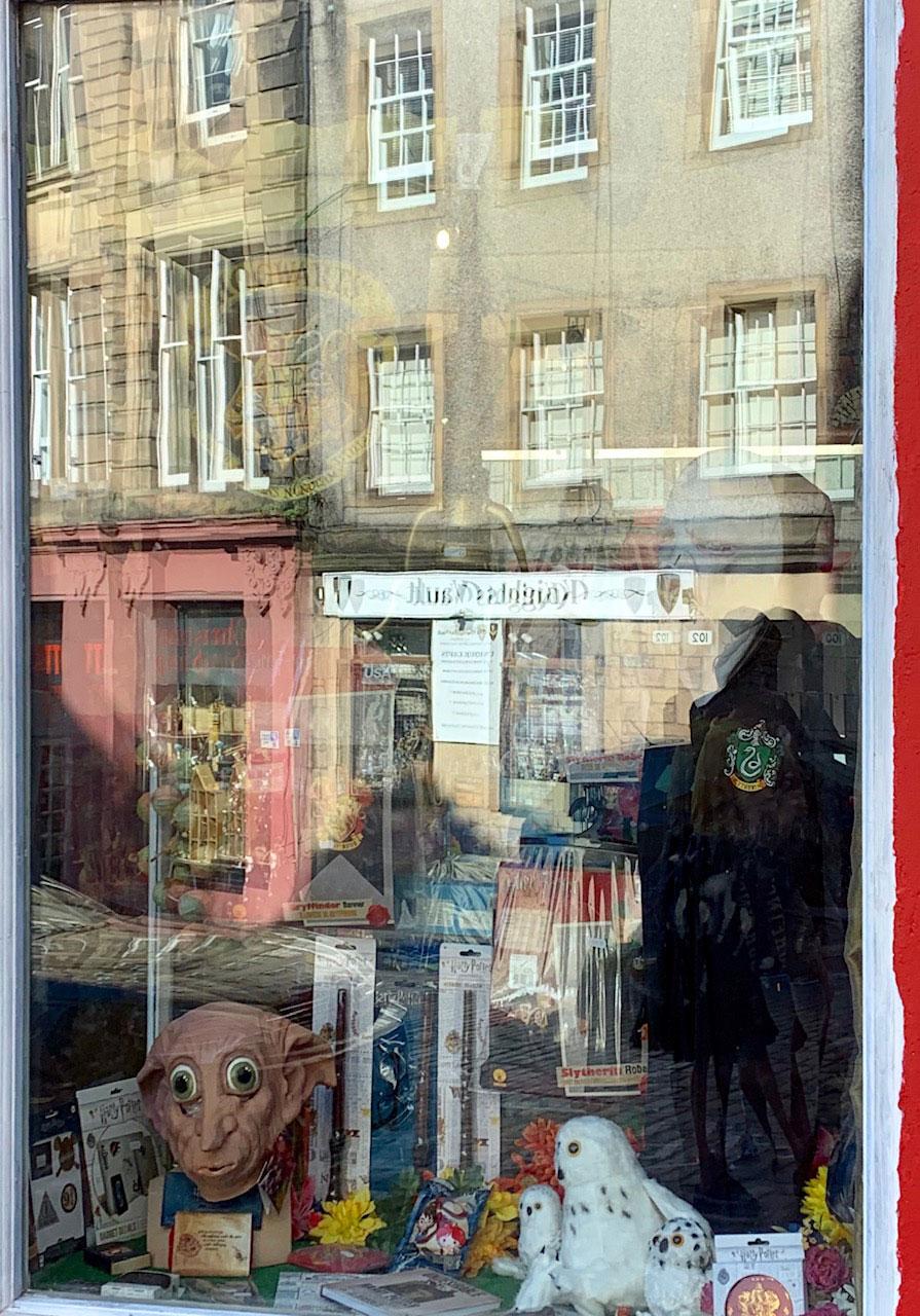 UK-Edinbugh-Victoria-St.-shop