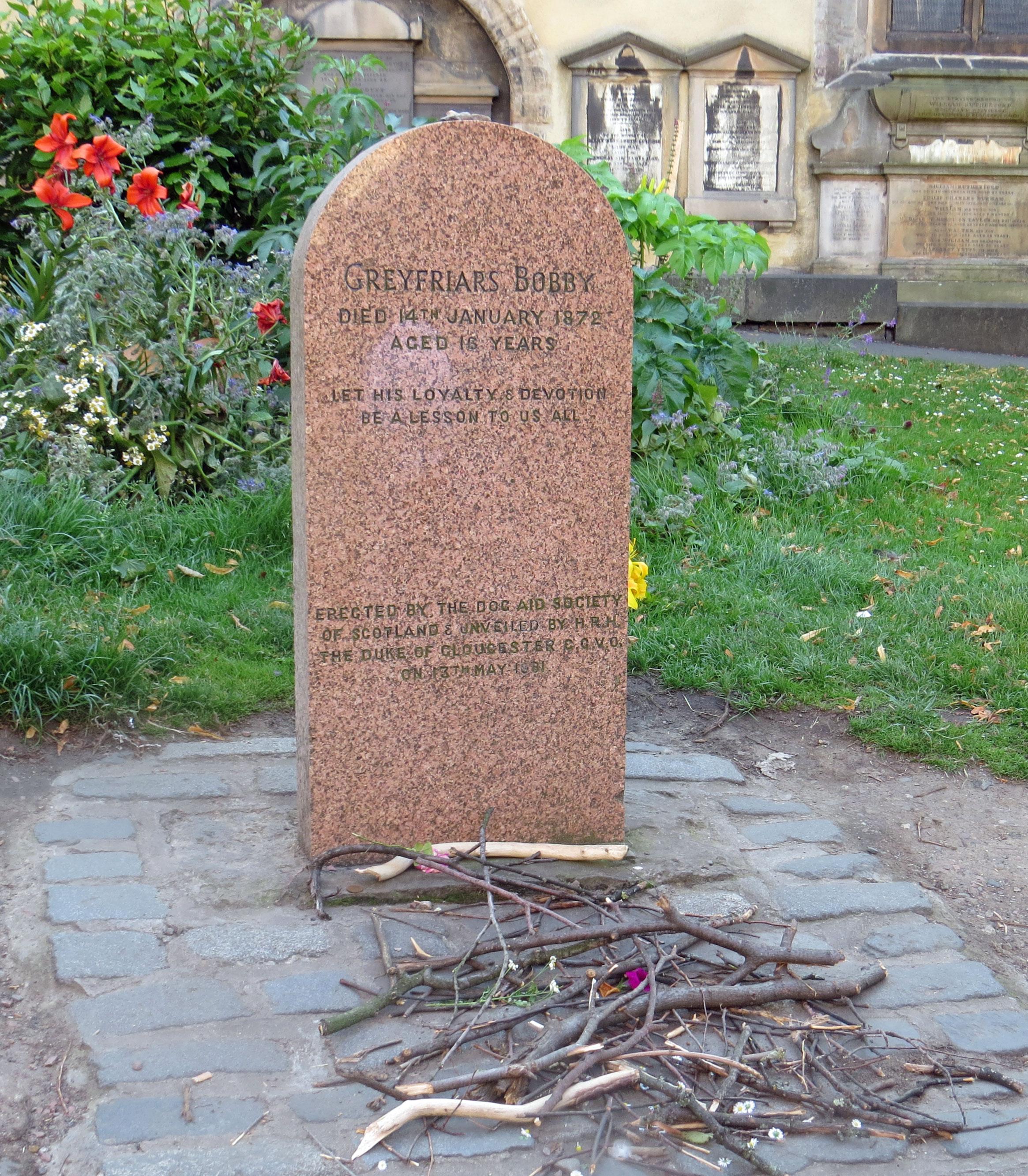 UK-Edinburgh-grave-Greyfriar's-Bobby