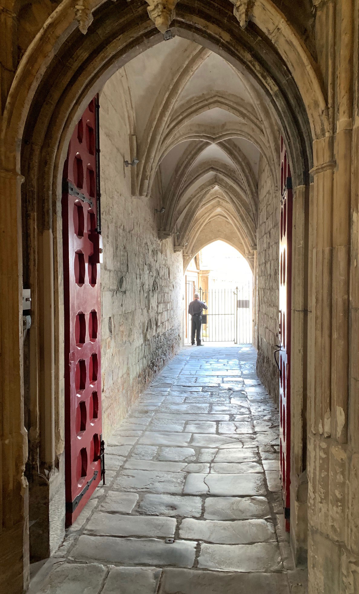 UK-Gloucester-Cathedral-hallway-8-1-19