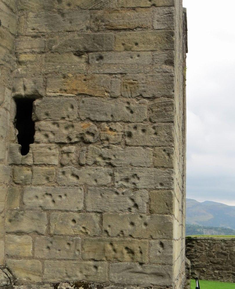 UK-Stirling-Castle-cannon-damage