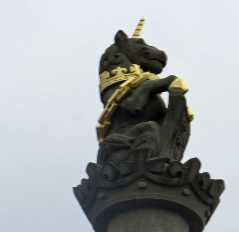 UK-Stirling-Castle-roof-decoration2